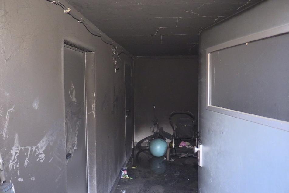 Mysteriös: Kinderspielzeug in Mehrfamilienhaus-Keller geht in Flammen auf