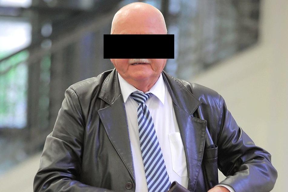 Helmuth Graf von S. (69) kämpft am Landgericht gegen ein Urteil.