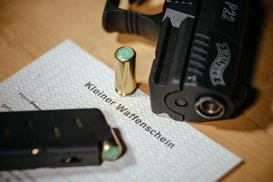 Mit einem kleinen Waffenschein dürfen Schreckschuss- und Gaspistolen geführt werden.