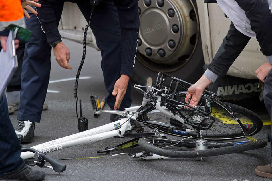 Der Radfahrer wurde lebensbedrohlich verletzt. (Symbolbild)