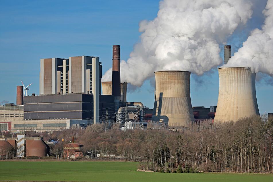 Das Kraftwerk Weisweiler von RWE kann nach dem Hochwasser nur eingeschränkt Strom produzieren.