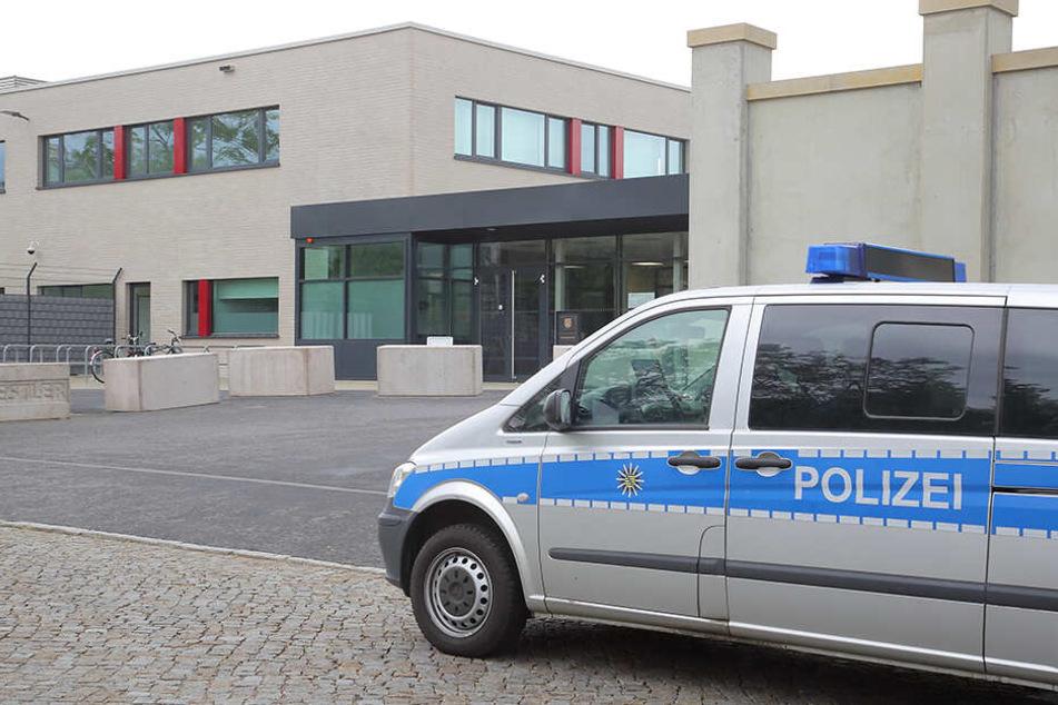 Bis mindestens Ende Februar 2020 wird im extra gesicherten Terror-Gerichtssaal am Dresdner Stadtrand verhandelt.