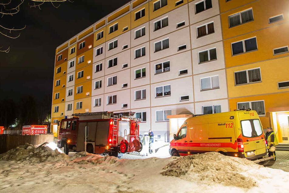 Da die Feuerwehr schnell vor Ort war, konnte ein Brandausbruch in der Wohnung verhindert werden.