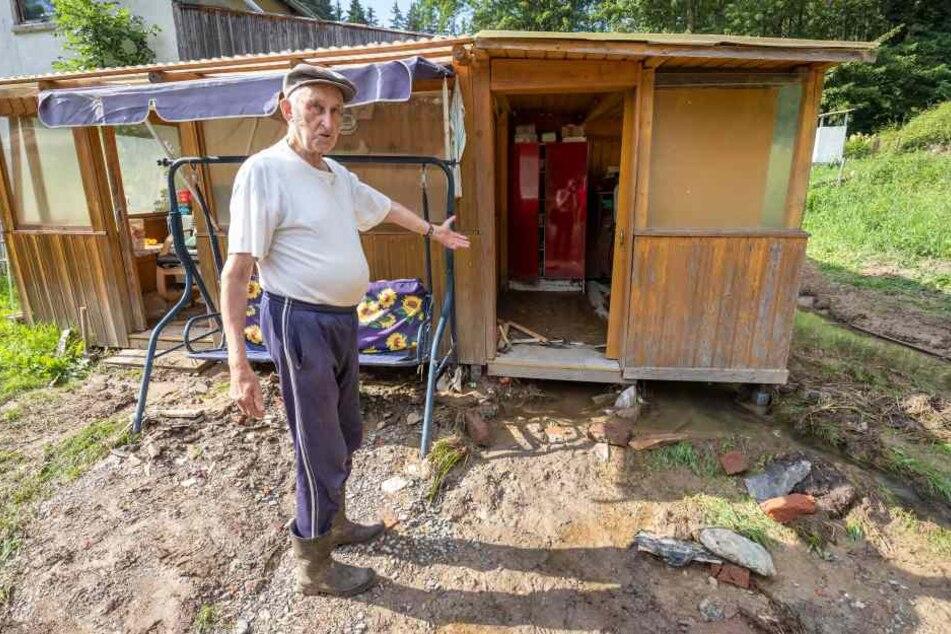 Von drei Hochwassern zerstört: Karlheinz Sandner (87) zeigt eine Werkstatt.
