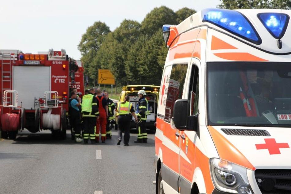 Massencrash auf Landstraße: Mehrere Verletzte, darunter eine Schwangere