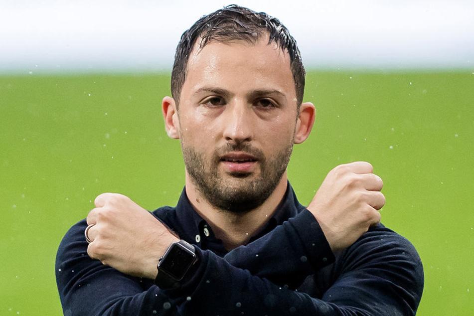 Domenico Tedesco kreuzte nicht nur einmal die Hämmer, um seine Verbundenheit mit dem FC Erzgebirge zu demonstrieren...