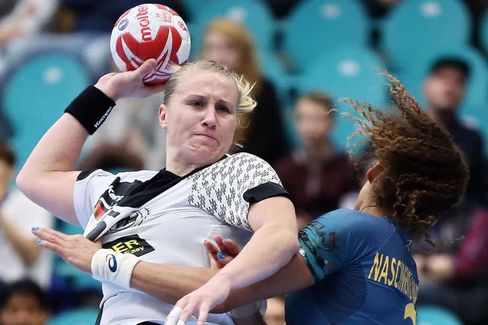 Um die Schulden des HCL etwas zu drücken, wechselt Saskia Lang (l.) zur kommenden Saison zum Meister Thüringer HC.
