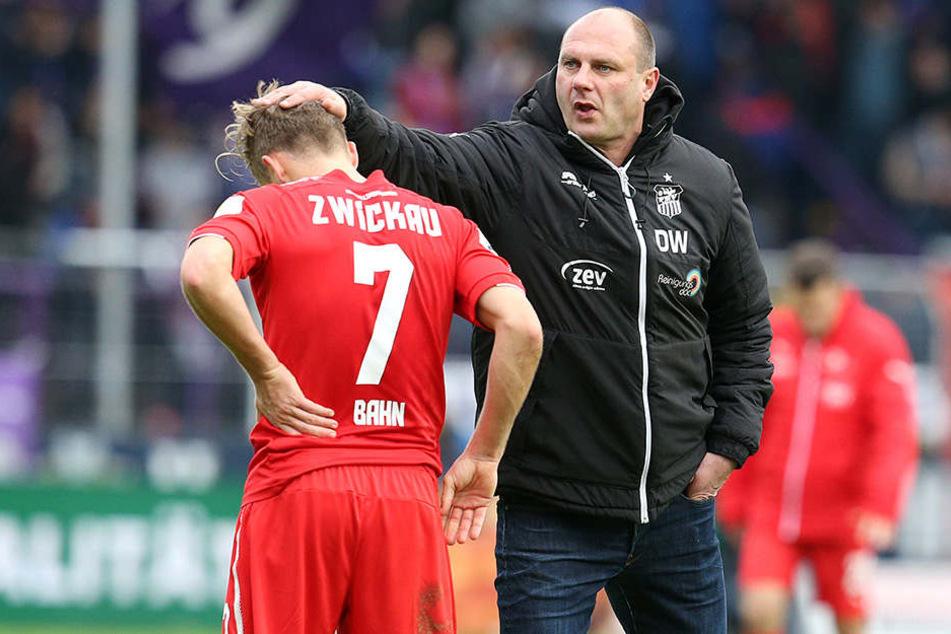 Sportdirektor David Wagner (r., mit Bentley Baxter Bahn) muss schnell einen neuen Trainer finden, der den FSV ab Sommer übernimmt.