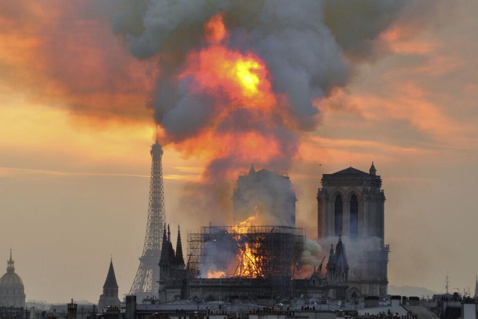 Flammen und Rauch, steigen aus der Kathedrale Notre Dame auf: Ein Brand verwüstete am Montag die Kathedrale Notre-Dame.