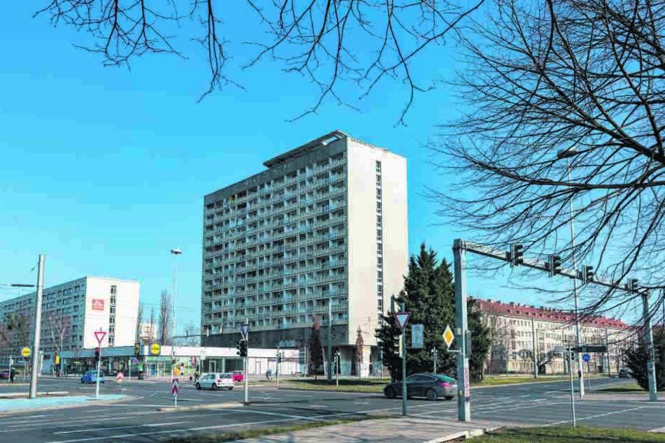 Nur noch fünf Mieter wohnen im Hochhaus am Pirnaischen Platz.