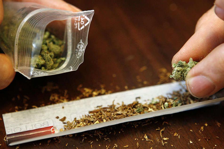 Statt Marihuana, verkaufte der Dealer dem 43-Jährigen Grünschnitt. (Symbolbild)