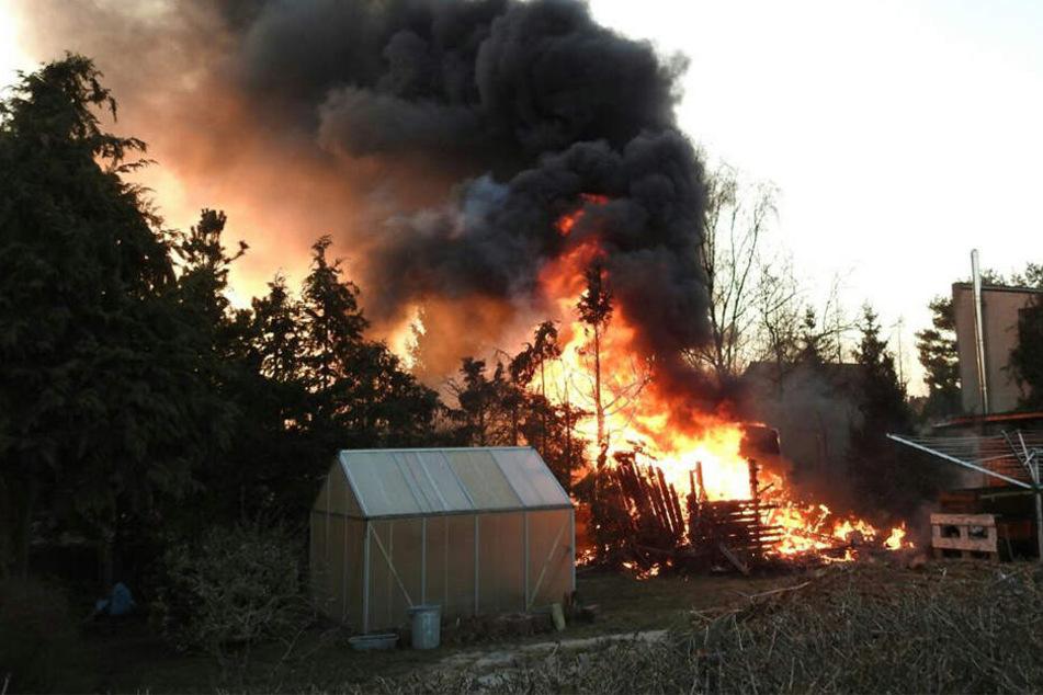 Am späten Dienstagnachmittag war ein Carport in Trebsen in Brand geraten.