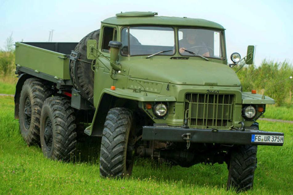Der Ural 375 ist ein allradgetriebener sowjetischer Lastkraftwagen. Das Fahrzeug wurde in diversen Varianten gebaut und stand auch in Diensten der NVA.