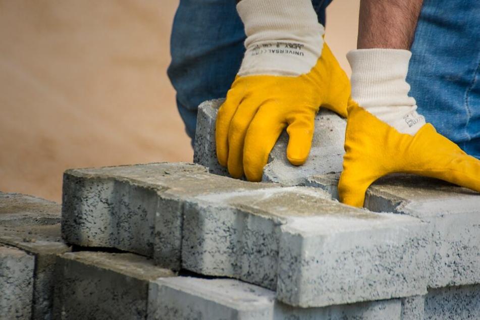 Bauarbeiten behindern vielerorts den Verkehr. (Symbolbild)