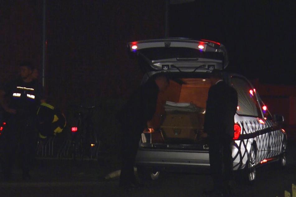 Die Frau verstarb aufgrund der Schwere ihrer Verletzungen. Ihre Leiche wurde noch in der Nacht in einem Sarg abtransportiert.
