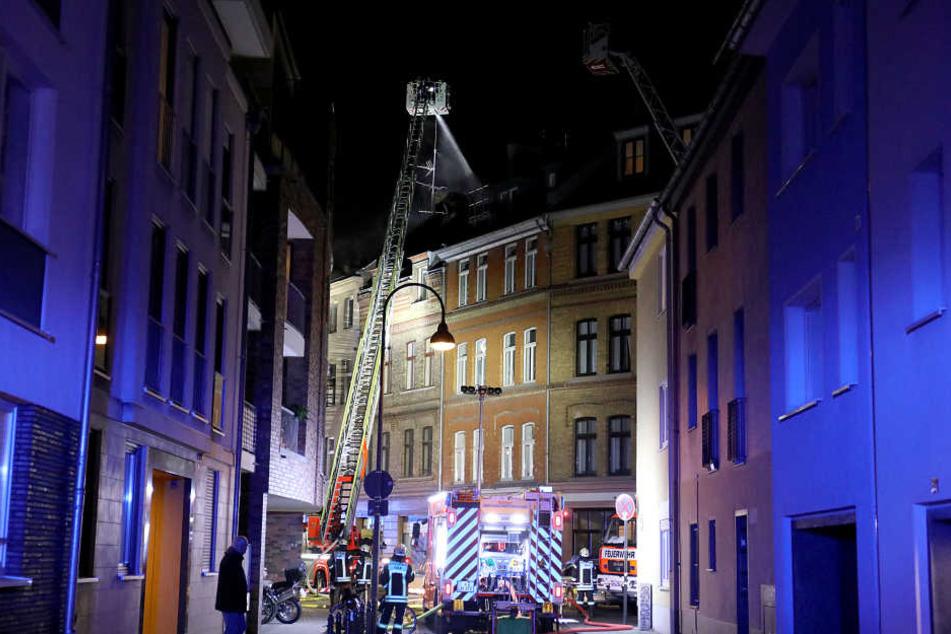 Großbrand in Kölner Südstadt: 2 Menschen tot, Nachbarhäuser geräumt!