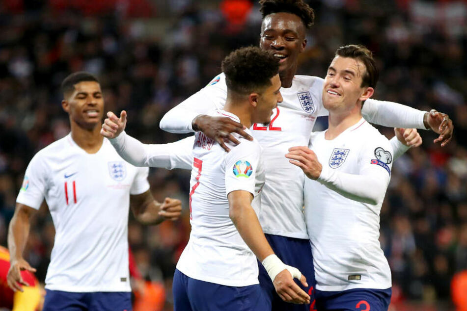 """Mit der englischen Nationalmannschaft löste Sancho am Donnerstagabend, mit einem 7:0 Kantersieg über Montenegro, das EM-Ticket für die """"Three Lions""""."""