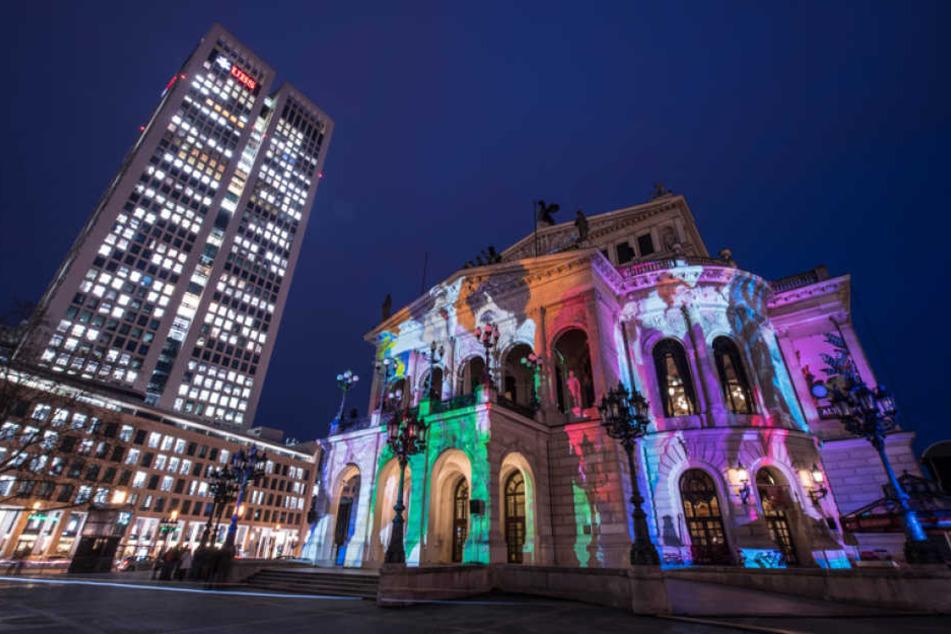 Am Donnerstag gab es an der Alten Oper bereits erste Testläufe zur diesjährigen Luminale.