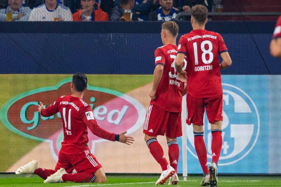 James Rodriguez (l.) brachte den FC Bayern nach einer Ecke in Führung.