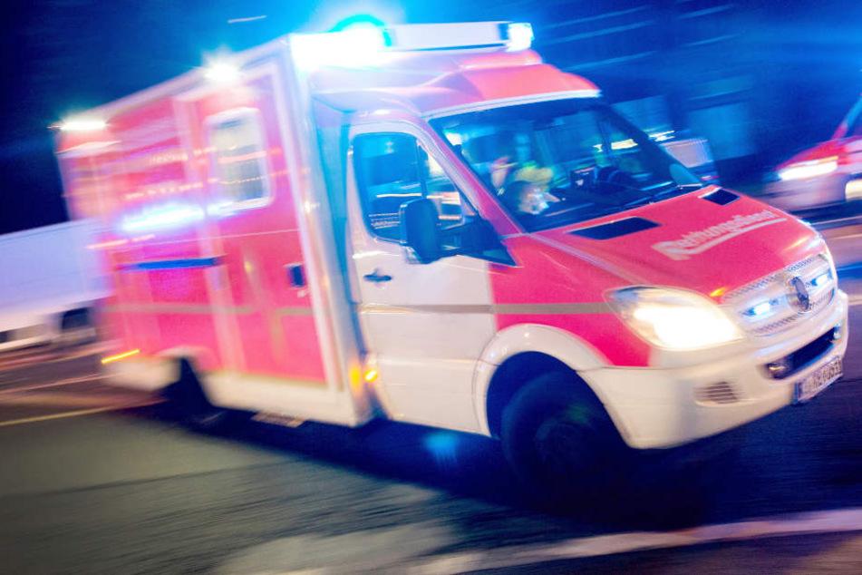 Eine Fußgängerin wurde in Nürnberg von einem BMW erfasst und verletzt. (Symbolbild)
