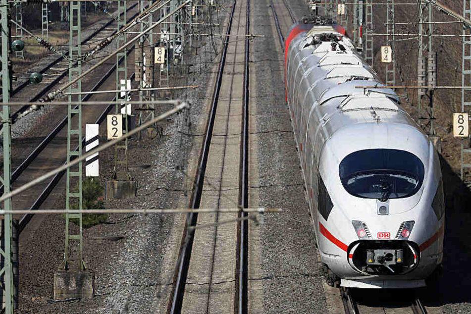 Bahnreisende zwischen Köln und Düsseldorf müssen in den kommenden Wochen Glück und Geduld mitbringen.