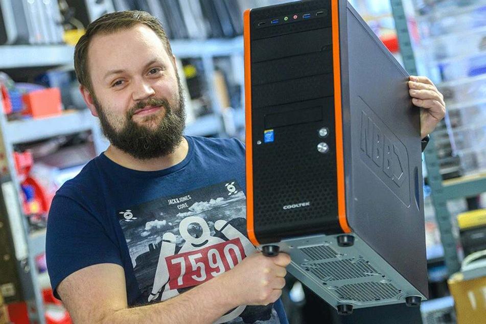 """""""Computerfuxx""""-Chef Patrick Paschke (31) hat ein Herz für die beklauten Rentner."""