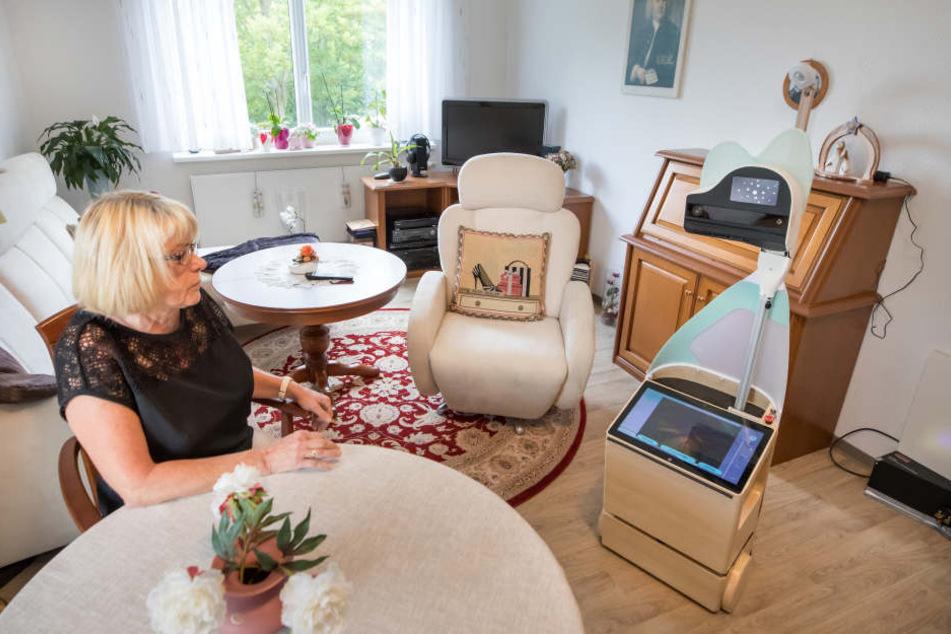 Hier leisten Roboter einsamen Senioren Gesellschaft
