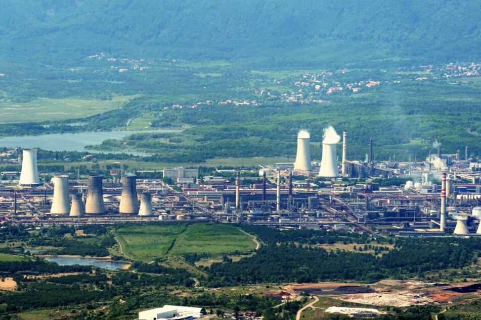Das Litvinover Chemiegebiet. Dutzende Firmen blasen Abgase in die Luft, die  bei Südostwind viele Erzgebirger krank machen.