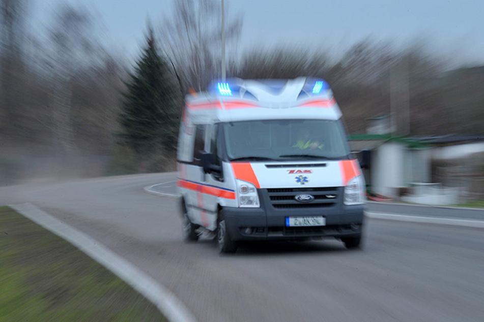 Am Freitagabend wurde der Mann (58) in einer Rechtskurve von einer Straßenbahn erfasst. (Symbolbild)