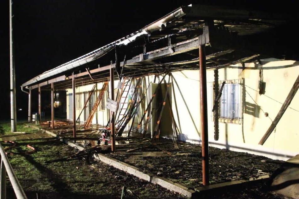 Das Sportlerheim wurde komplett zerstört, kann nicht mehr genutzt werden.