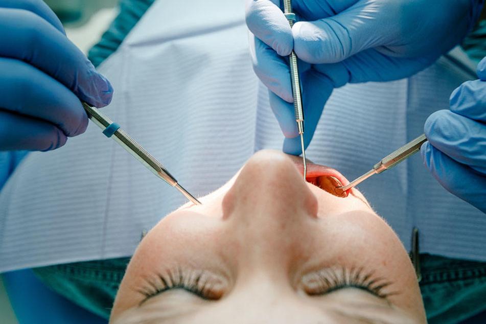 Zahnarzt begrapscht Patientin in Vollnarkose