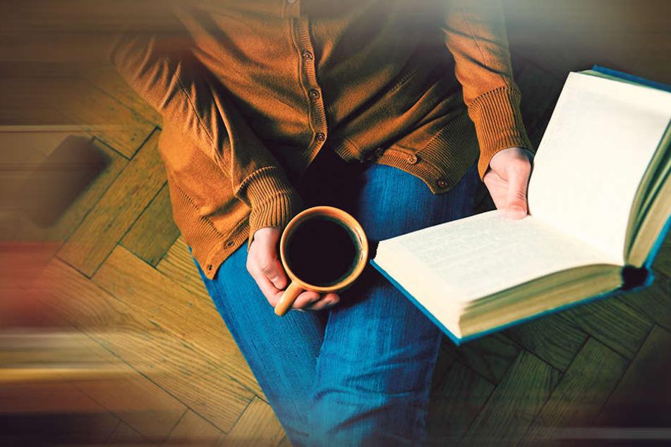 Ein Buch, ein Tee, keine Termine: Für viele ist dies schon ein kleiner Glücksmoment.