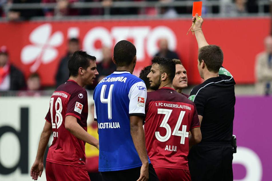 Stieber sah in der 70. Minute Gelb-Rot, nachdem er den Schiedsrichter angefasst hatte.