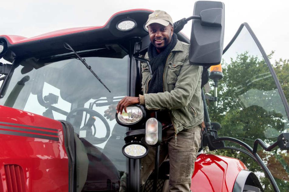 """Yared Dibaba spielt in der ARD-Serie """"Rote Rosen"""" einen Bauern."""