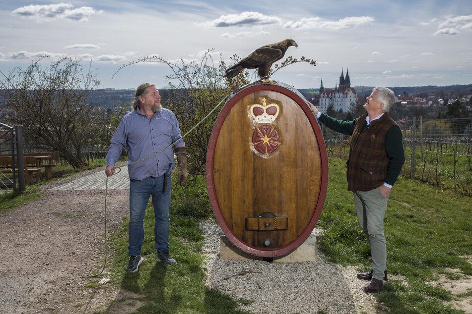 Auf dem Weingut von Prof. Dr. Georg Prinz zur Lippe (re.) haben Schaaf und Vögel eine neue Heimat gefunden.