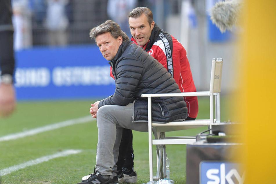Carsten Rump (re.) kennt die Mannschaft besonders gut und kann Cheftrainer Jeff Saibene die nötigen Tipps geben.