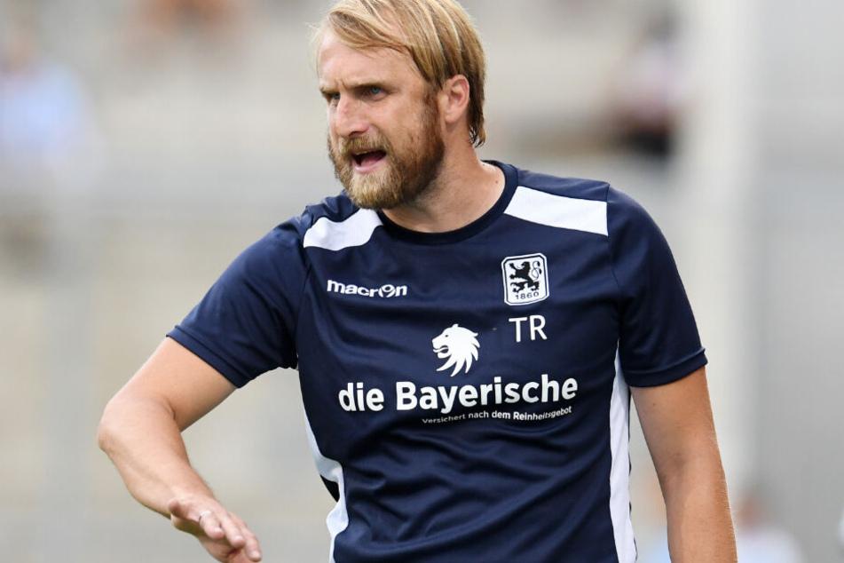 Daniel Bierofka will mit dem TSV 1860 München unbedingt Klasse halten. (Archivbild)