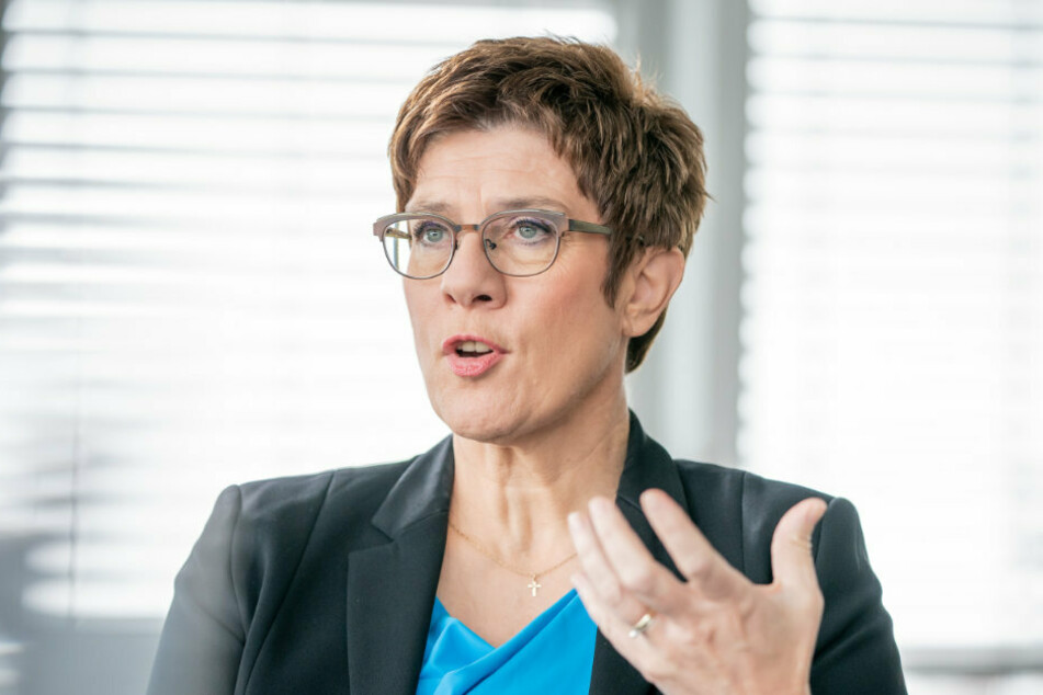 Berlin: Annegret Kramp-Karrenbauer, CDU-Bundesvorsitzende und Verteidigungsministerin, aufgenommen bei einem dpa-Interview in ihrem Büro in der CDU-Parteitzentrale, dem Konrad-Adenauer-Haus.