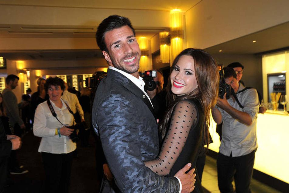 Leonard Freier (31) und Angelina Heger (24) sind offiziell ein Paar und zeigen das auch bei jeder Gelegenheit.
