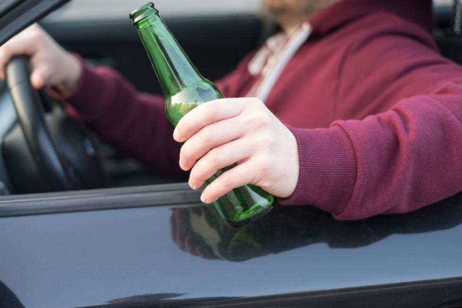 Der betrunkene Pkw-Fahrer musste seinen Führerschein umgehend abgeben (Symbolbild).