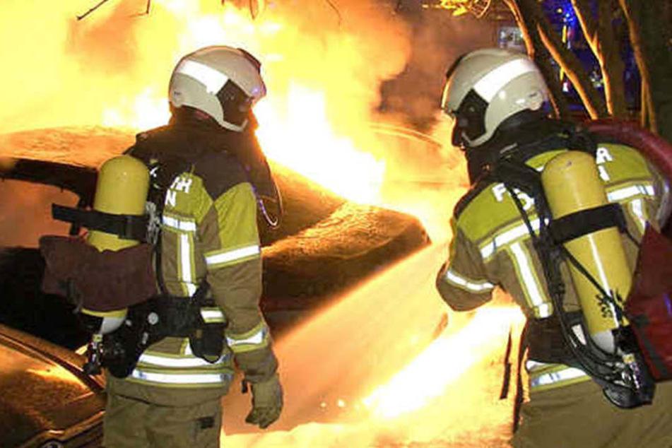 Großeinsatz Anfang Oktober 2015 in Gorbitz. Dort brannten 14 Autos ab