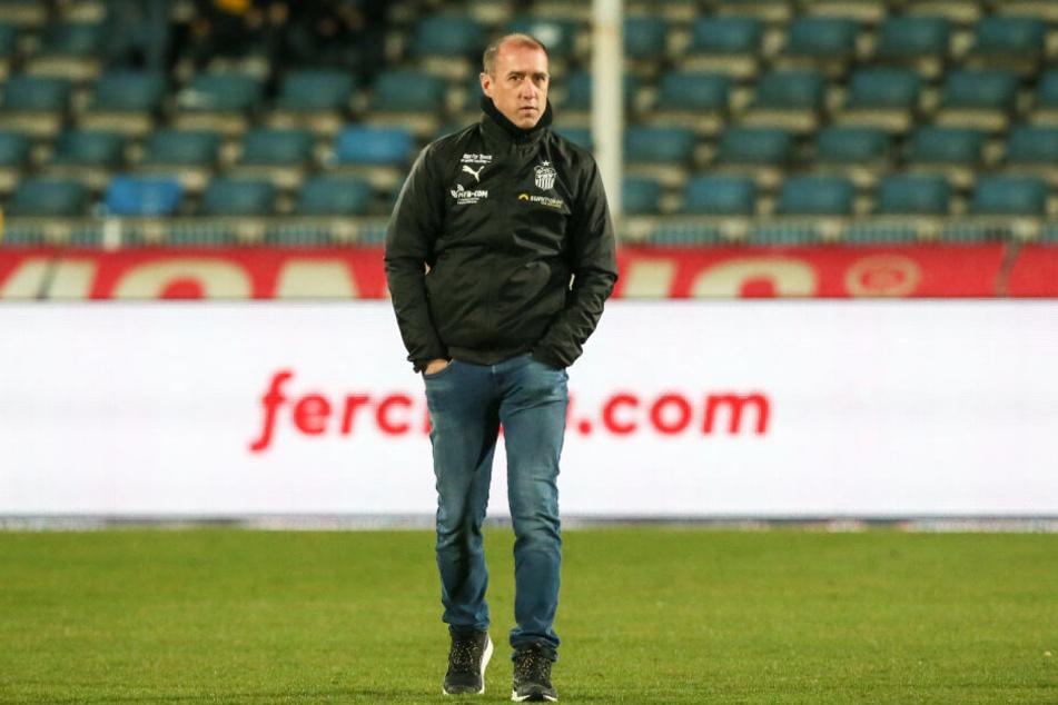 Sauer! FSV-Coach Joe Enochs bemängelte besonders die Naivität seiner Jungs von den Gegentoren.
