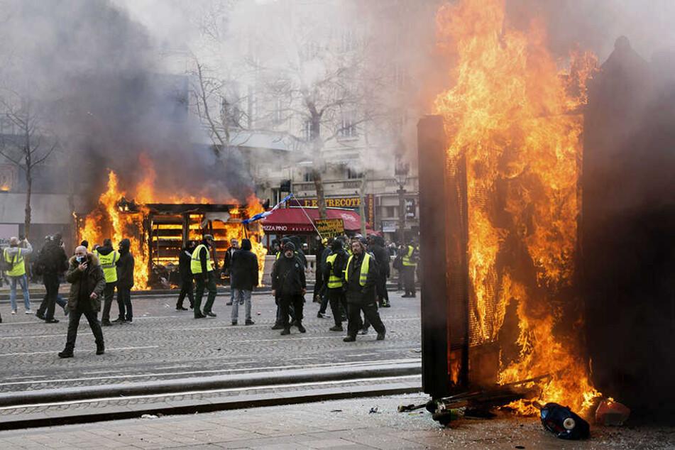 """Für Frankreichs Regierung ist klar: Die Gewalt vom vergangenen Wochenende darf sich bei den """"Gelbwesten""""-Protesten nicht wiederholen."""