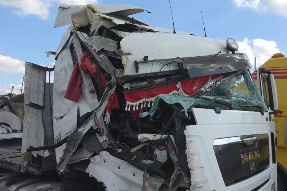 Schwerer Unfall auf A4: Sattelzüge krachen aufeinander