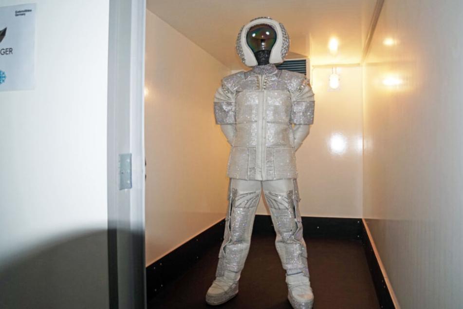 Vielleicht nicht so kalt wie im All, dennoch für den Astronauten eine willkommene Abkühlung.