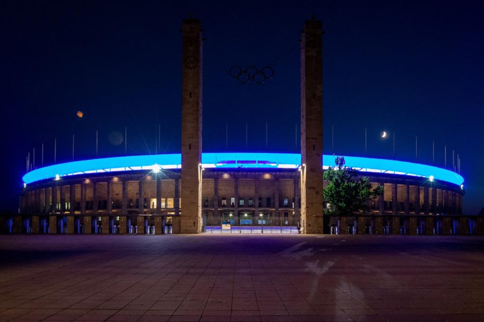 Am zweiten Spieltag darf Hertha BSC das erste Heimspiel der Saison gegen Eintracht Frankfurt im Berliner Olympiastadion vor 4000 Fans austragen.
