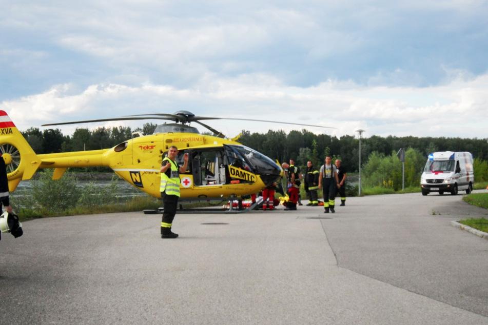 Der Rettungshubschrauber brachte die unterkühlte Frau in eine Klinik.