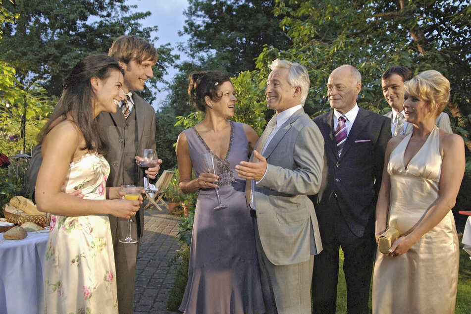 """Noch laufen die ersten Rosen-Folgen aus dem Jahr 2006, aber ab 6. Juli kommen endlich die """"neuen"""" Nach-Corona-Folgen!"""