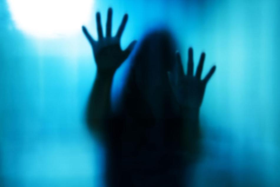 Die Frau wurde von einer Autofahrerin entdeckt. (Symbolbild)