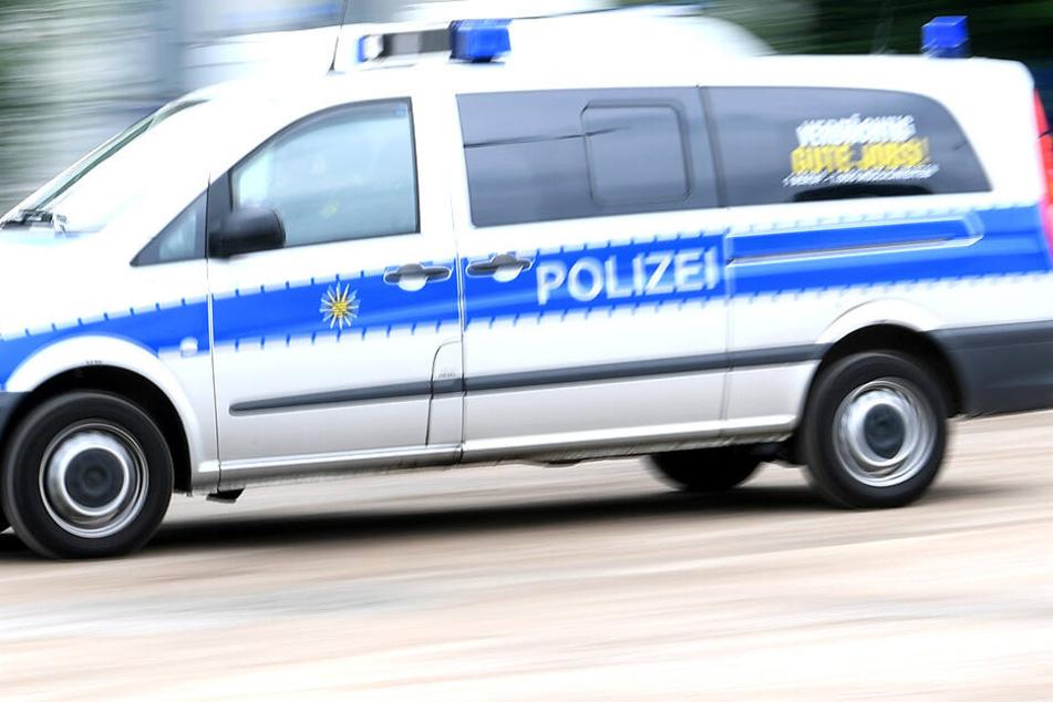 Die Polizei ermittelt, nachdem ein junger Mann attackiert wurde.